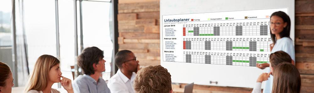Q3 Urlaubsplaner mitarbeiter schauen sich den Plan an